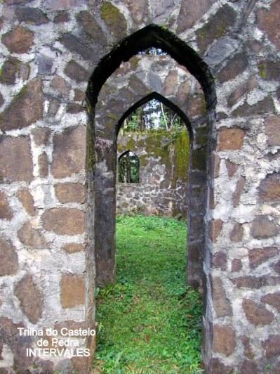1fc5bb631d9 As ruínas estão parcialmente cobertas pela vegetação aprscan127775