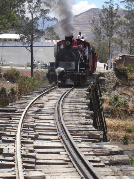 94. trem na ponte